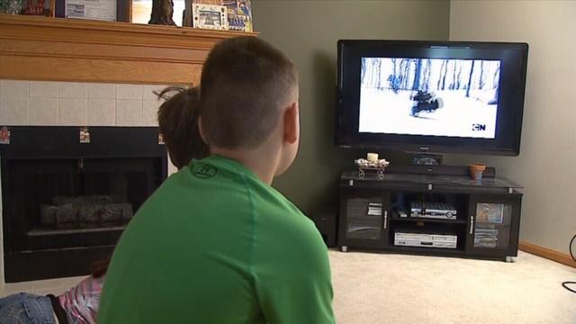 Kids-watching-tv.jpg_25249496