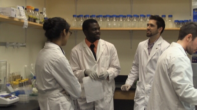 Students-in-lab.jpg_25553496
