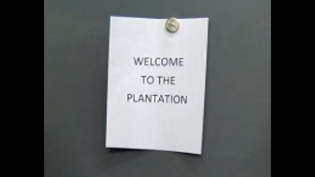 'Welcome to the Plantation' sign