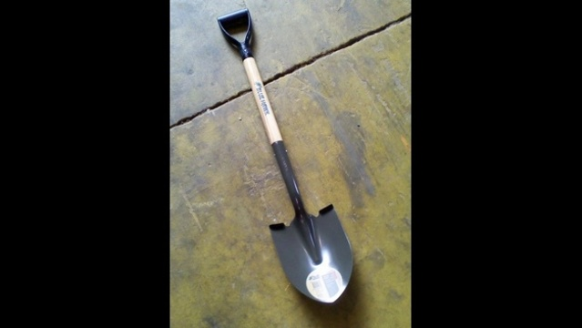 Shovel bought by Pedro Bravo