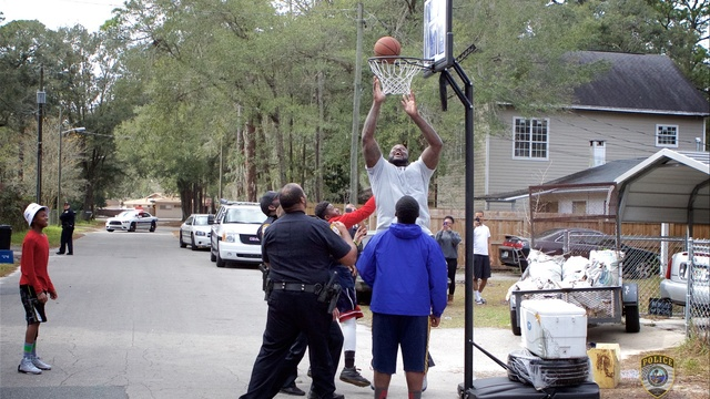 Shaq plays ball in Gainesville