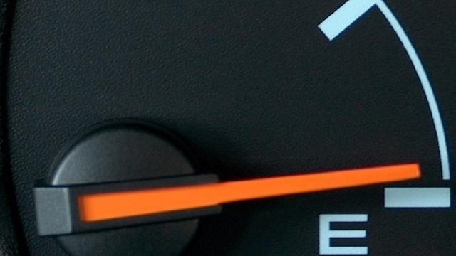 Gas gauge on empty_145852