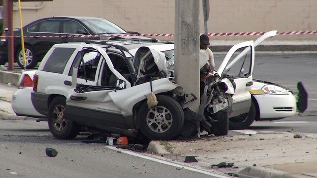 Woman dies in wreck on University Blvd. @ Commerce Street_25339918
