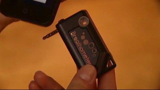 Breathometer-device.jpg_25698962