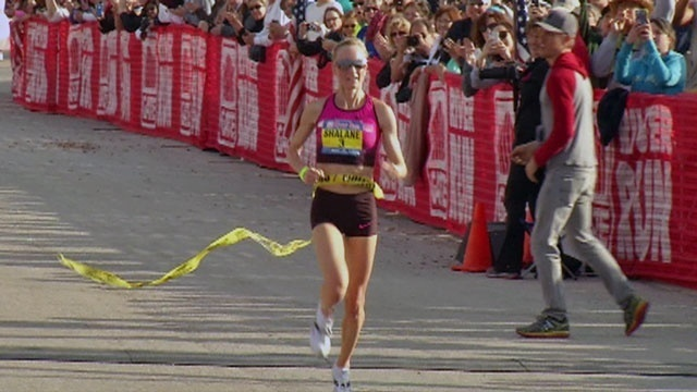 Shalane Flanagan crosses finish line_24991584