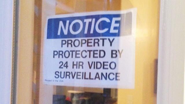 HOME-SECURITY-NOTICE-HANGING-jpg.jpg_25977918