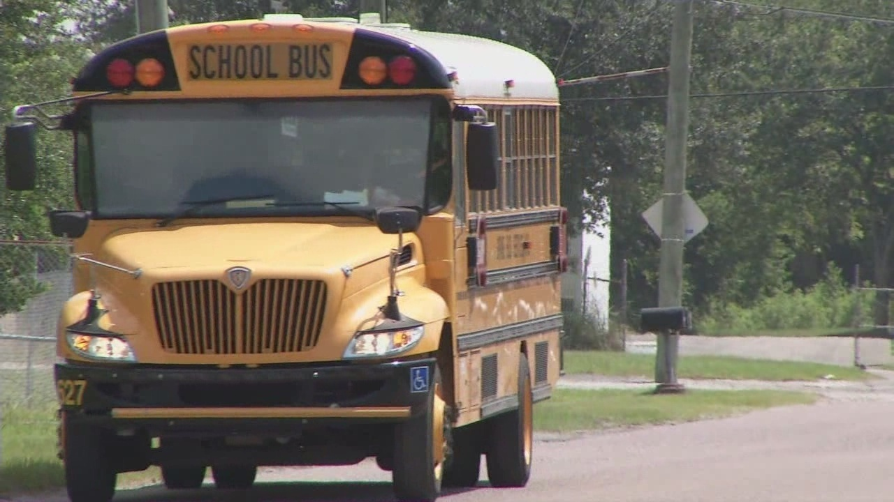 District investigates after hot school bus lands kids in ...