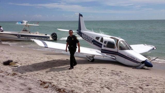 Plane crash lands on beach_27174202