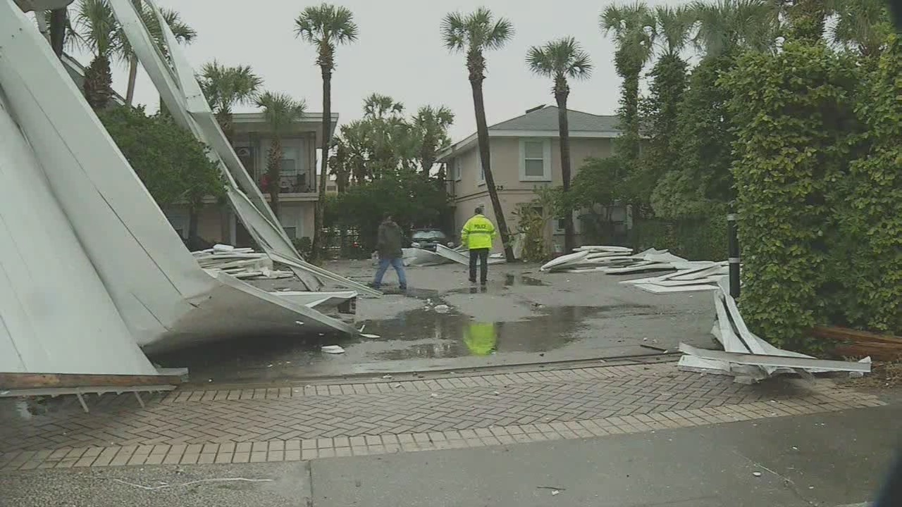 illegal for roofers to act as insurance adjusters experts warn