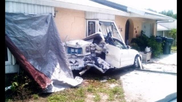 Car into house_26609274