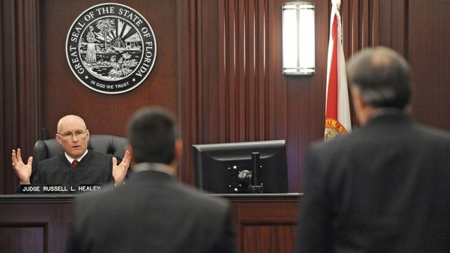 JudgeHealeyExplainsToStroll-jpg.jpg_24511210
