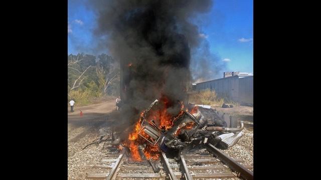 AmtrakCrash-Fire-jpg.jpg_17597300