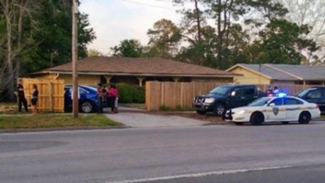 Car crashes into home_19534714