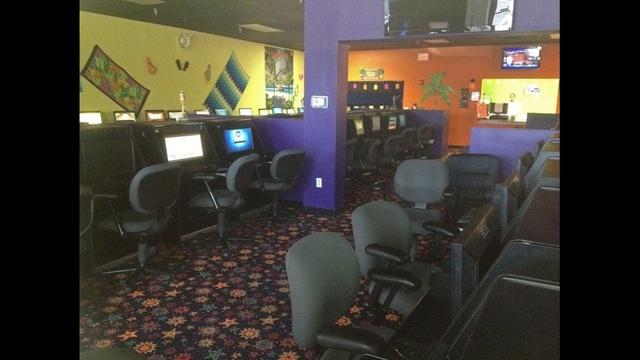 Inside Pete's Retreat Cyber Cafe_21221642