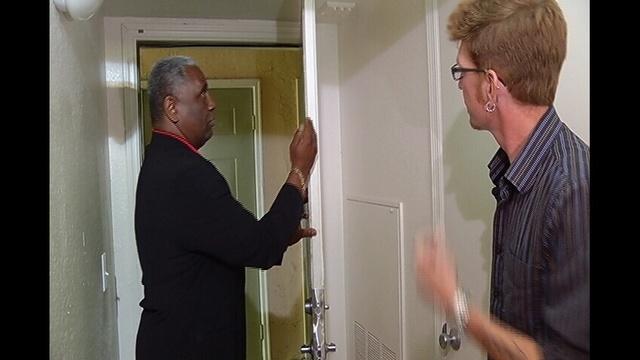 Ken-with-Man-who-got-robbed-jpg.jpg_21035484