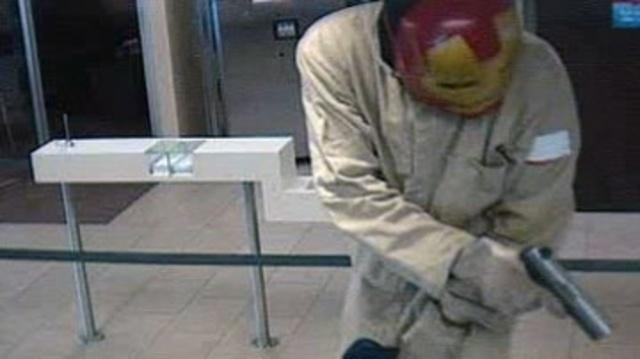 Robber-with-firearm-jpg.jpg_20659478