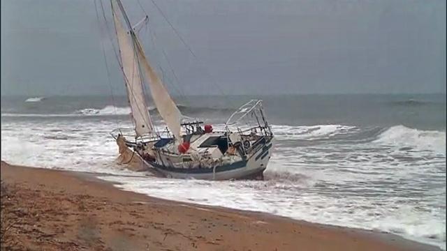 Sailboat aground on PVB