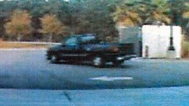 Truck in bank robbery_17314062