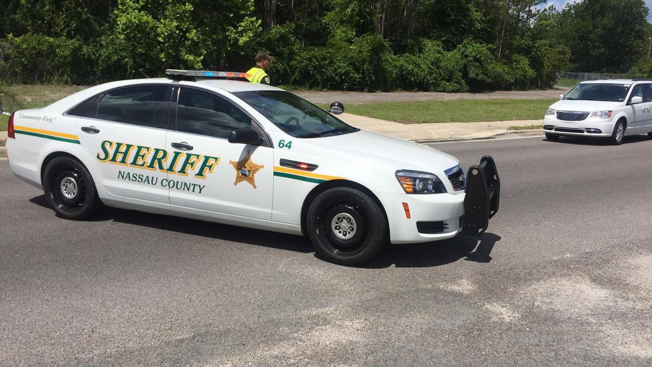 Nassau police arrest 2 suspects after man shot in car