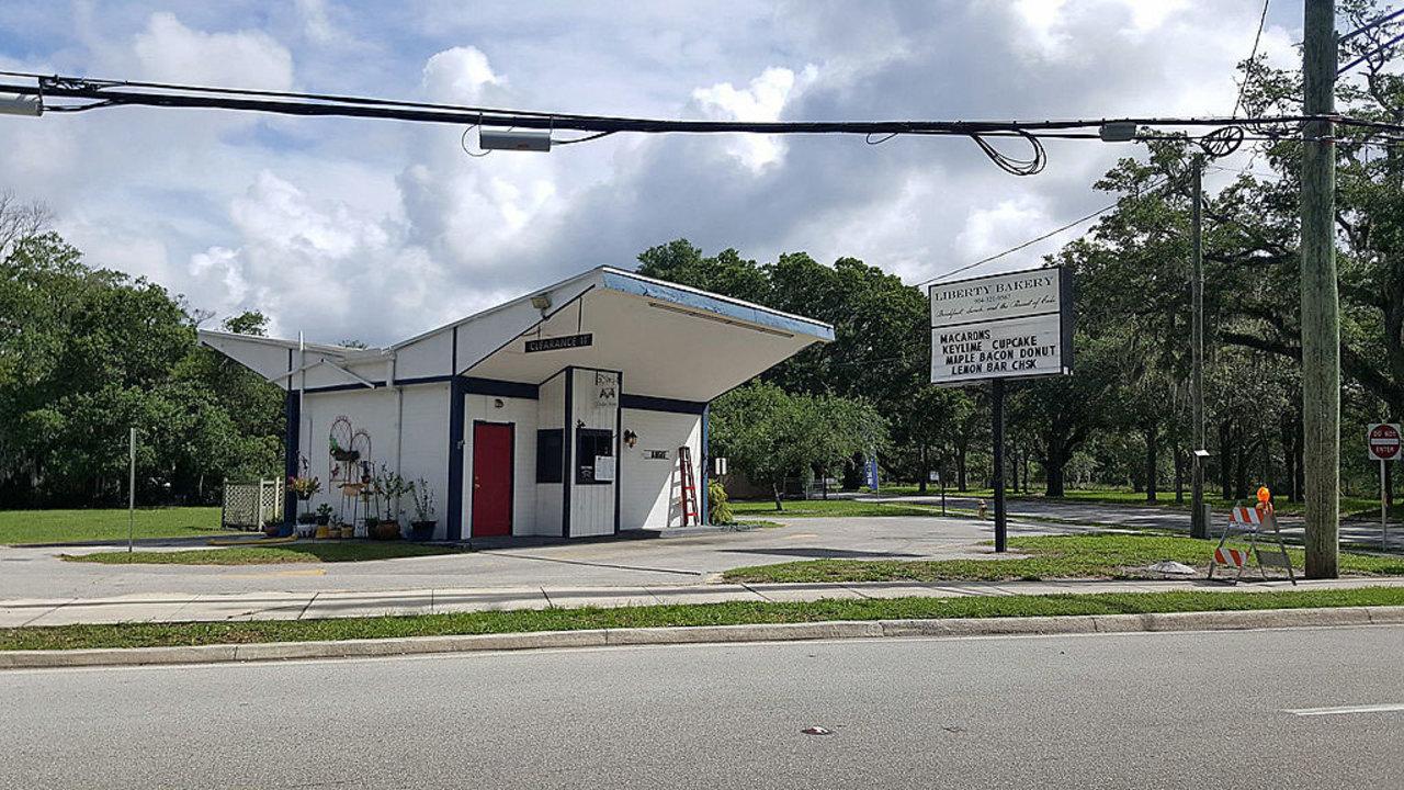 Jacksonville 39 s architectural milk houses for Modern house jacksonville