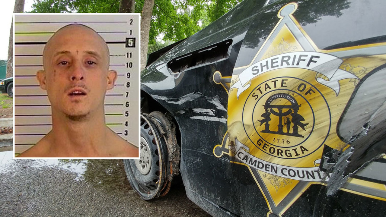sheriff  dui suspect sneaks from back seat to front  steals