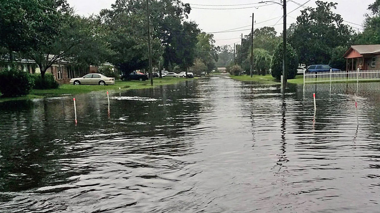 Heavy Downpours Cause Flooding In Ne Florida