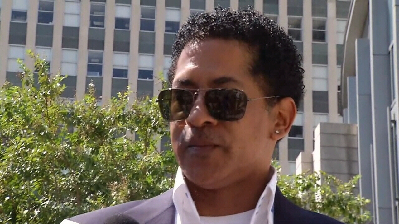 Ronnie Simmons, Corrine Brown's co-conspirator wants to leave prison early