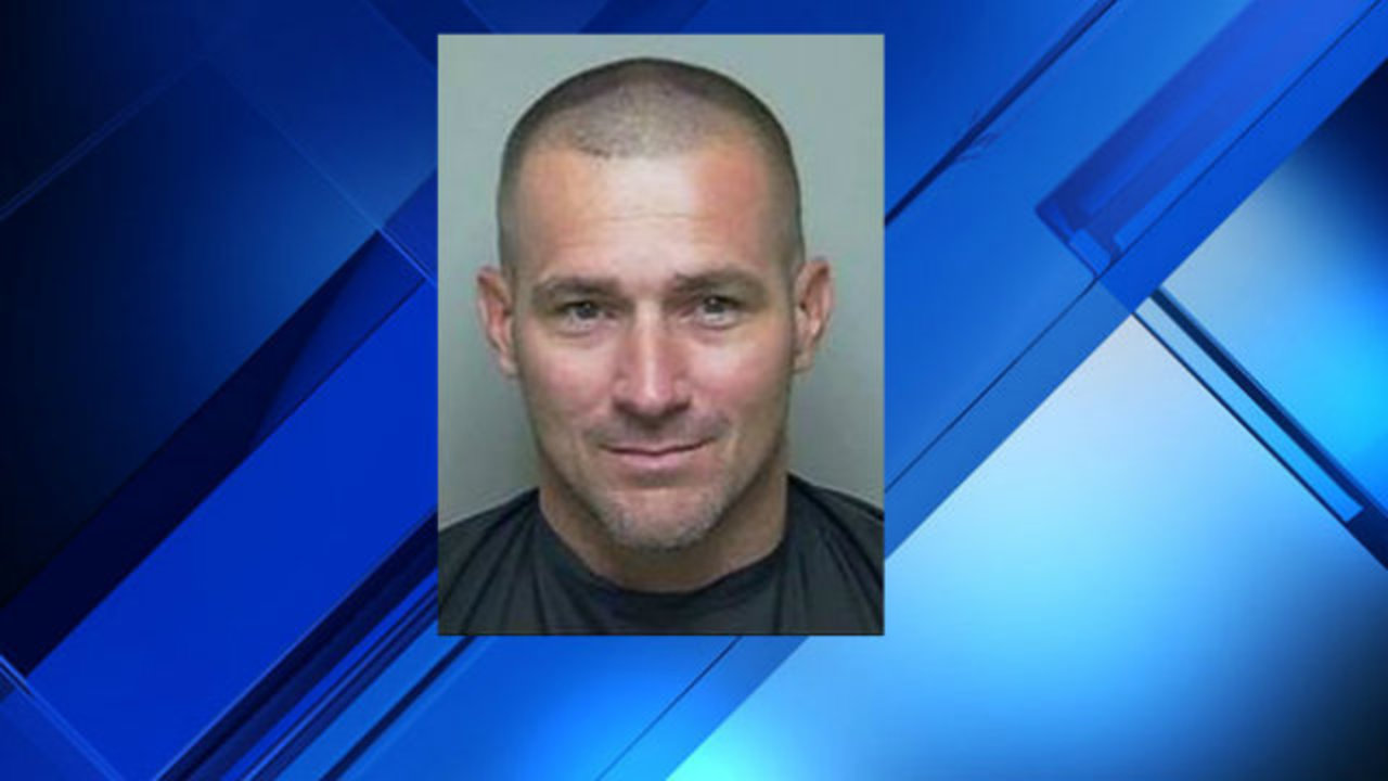 Putnam County deputies search for man wanted on active warrants