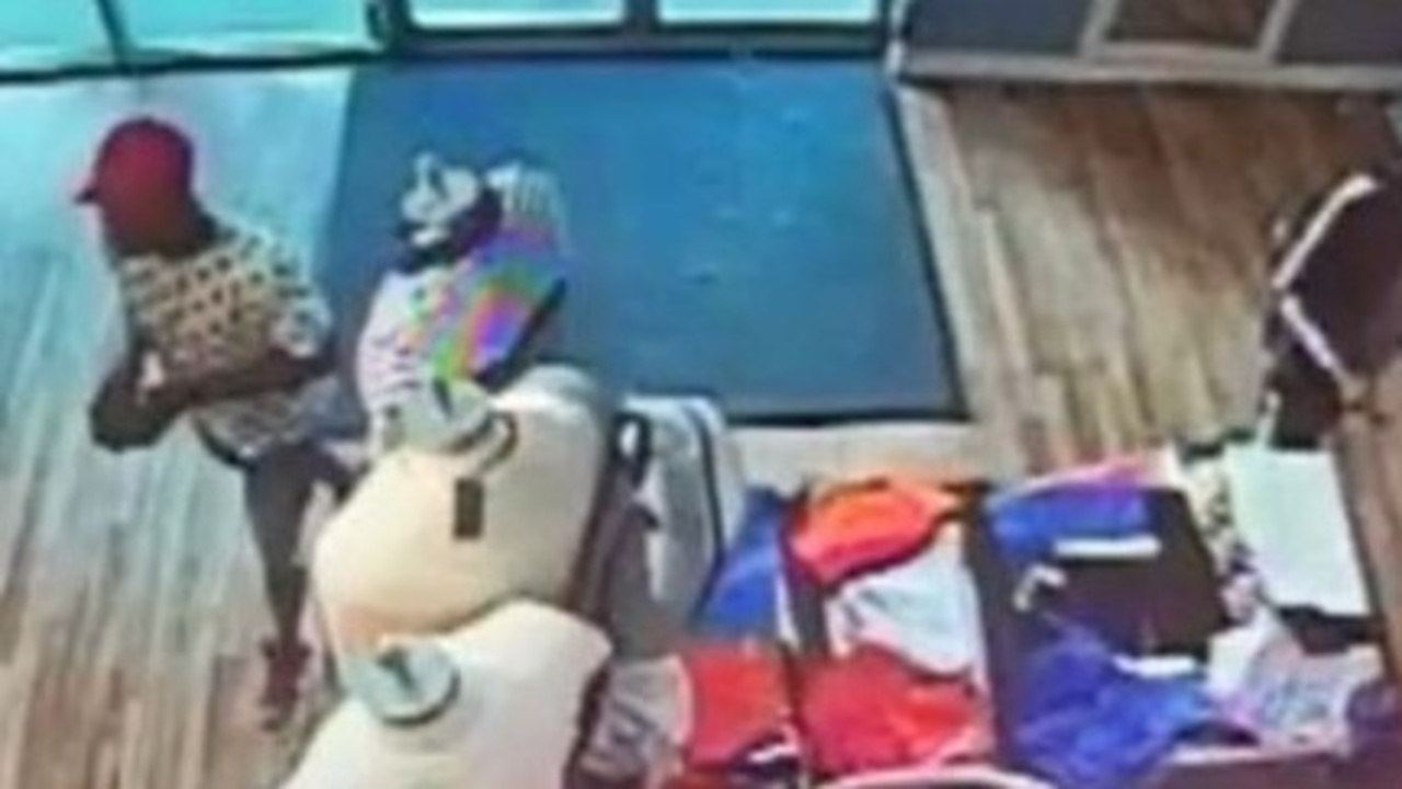 c73a59b0 2 accused of stealing clothes from Tommy Hilfiger store