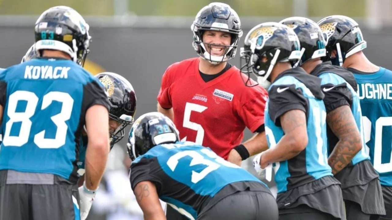 Bortles%20offense%20huddle%20OTA%20Cropped_1528748041967.jpg_12189836_ver1.0_1280_720 Jaguars' Bortles focused on leading instead of learning offense