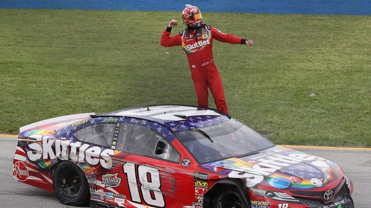 Kyle%20Busch%20wins%20Chicago%20Cropped_1530488030752.jpg_12297459_ver1.0_1280_720 Kyle Busch passes Kyle Larson for win at Chicago