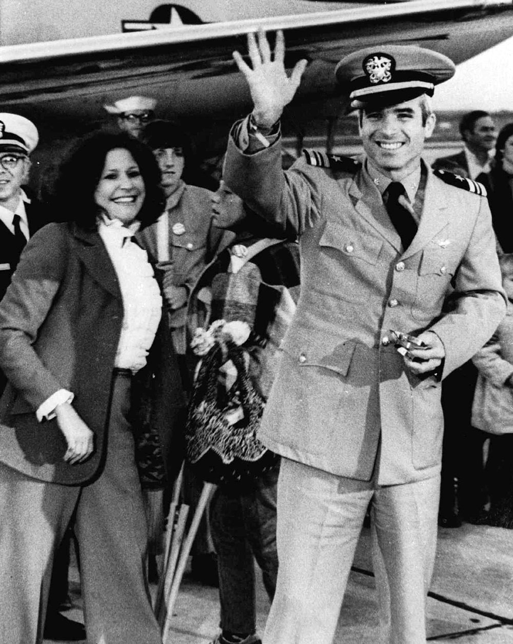 AP photo of McCain's return to NAS Jacksonville with wife and son