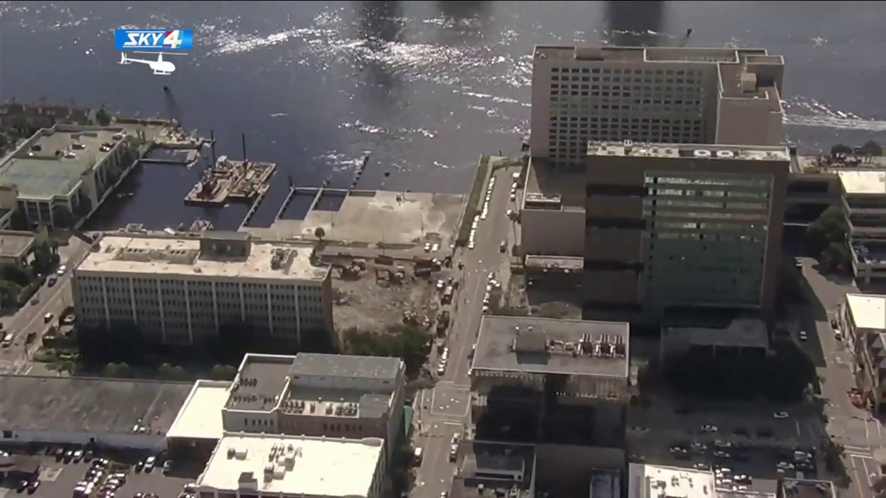 3dc6c2b606e442 Crews prepare for implosion of old Jacksonville City Hall