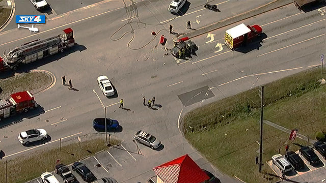 6 injured in crash on St. Johns Bluff Road at Atlantic Blvd.