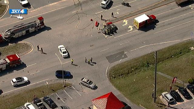 6 injured in crash on St. Johns Bluff Road at Atlantic Blvd.