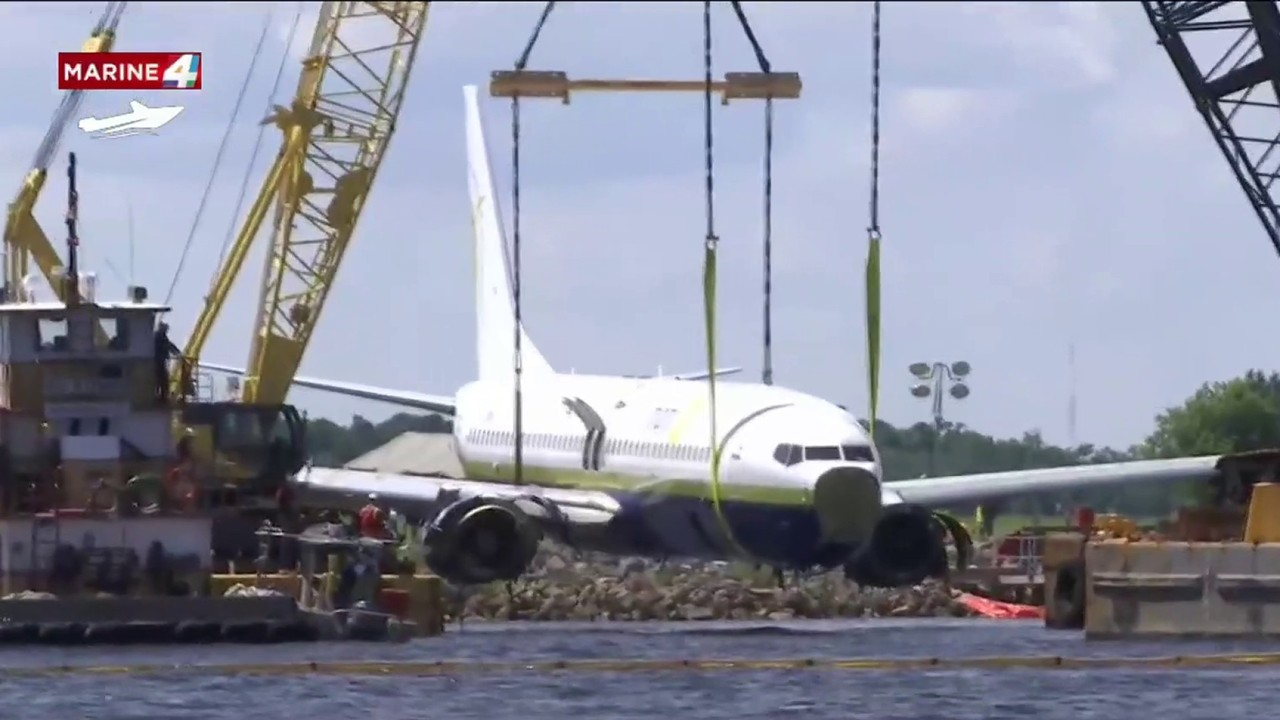 Boeing 737 Lifted Out Of St. Johns River