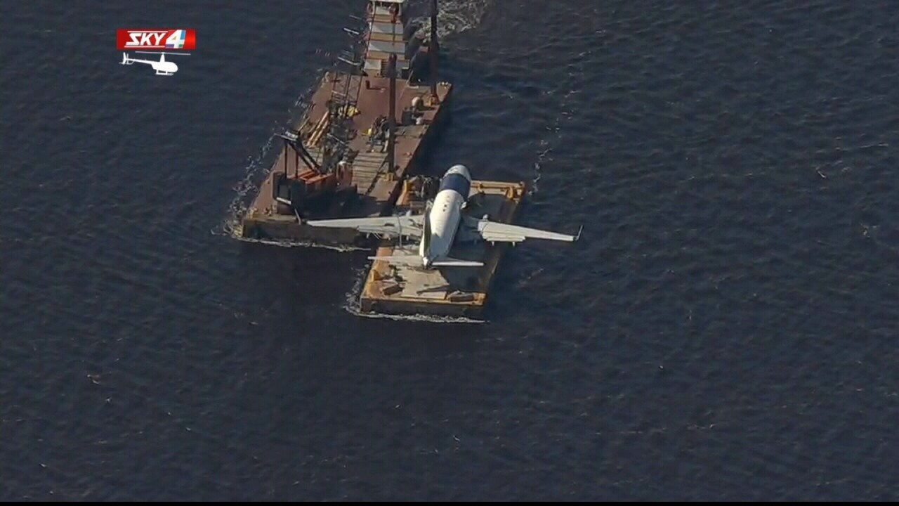 Boeing 737 lifted out of St  Johns River