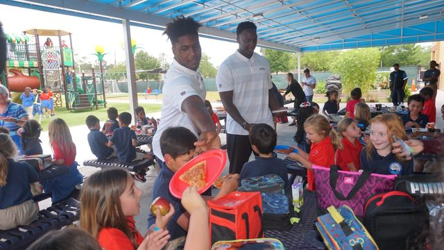 Jaguars LB Myles Jack visits local elementary school