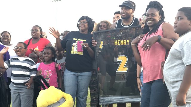Yulee turns out to honor iconic football running back Derrick Henry