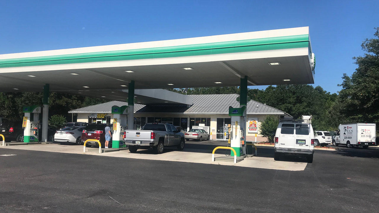 BP gas station on U S  17 in Yulee running dry amid wildfire