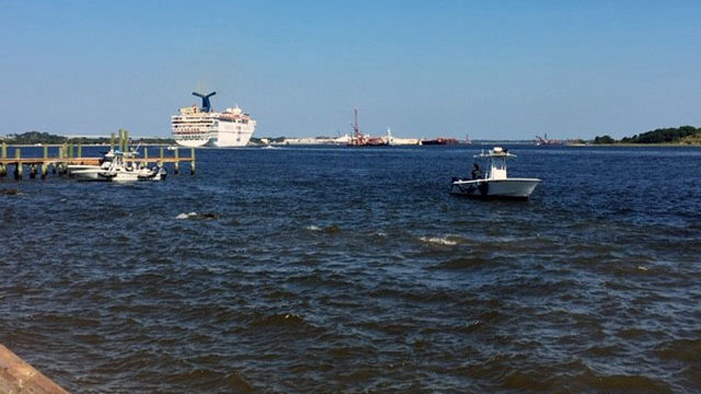 Fire Rescue crews respond to boat accident, several people in water