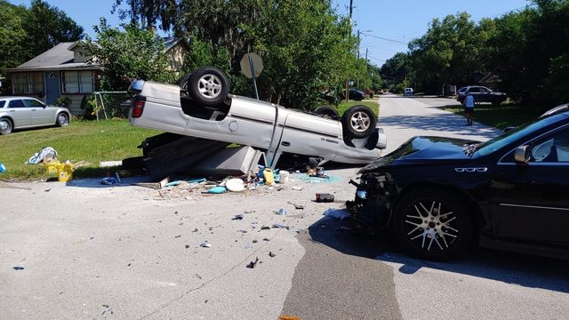 Pickup truck overturns in San Marco crash