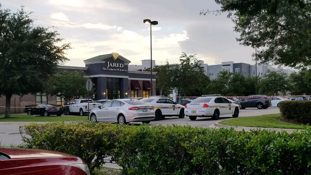 Hammer-wielding robbers hit Jared at St. Johns Town Center