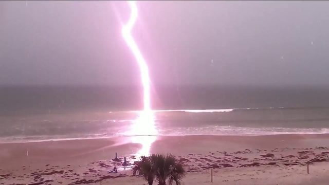 At least 8 people hit by lightning in Clearwater Beach
