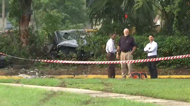 1 dead after car careens into bushes at Arlington intersection