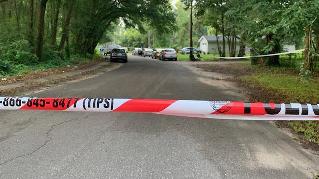 Police: Man found dead in Northwest Jacksonville roadway