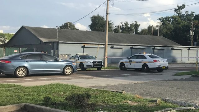 2 shot, 1 dead in shootout off Lem Turner Road