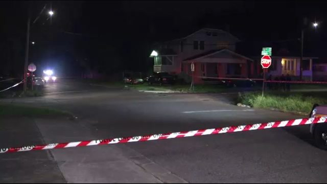 Man shot twice in Phoenix neighborhood, expected to survive