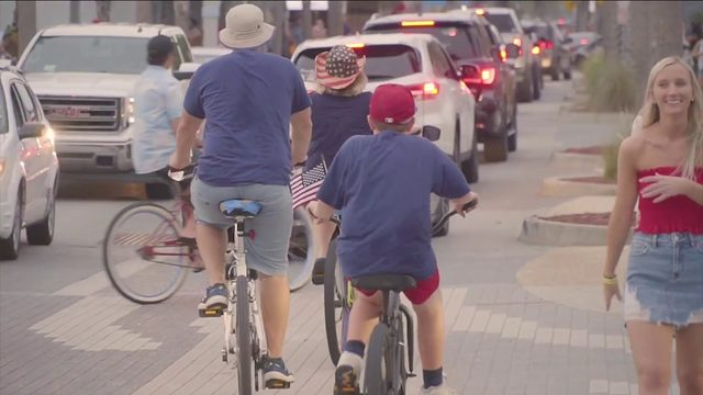 Thousands watch fireworks in Jacksonville Beach, Orange Park