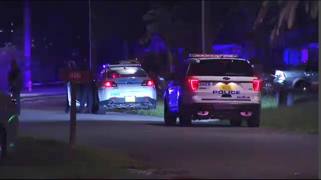 2 people shot in Hillcrest neighborhood on Jacksonville's Westside